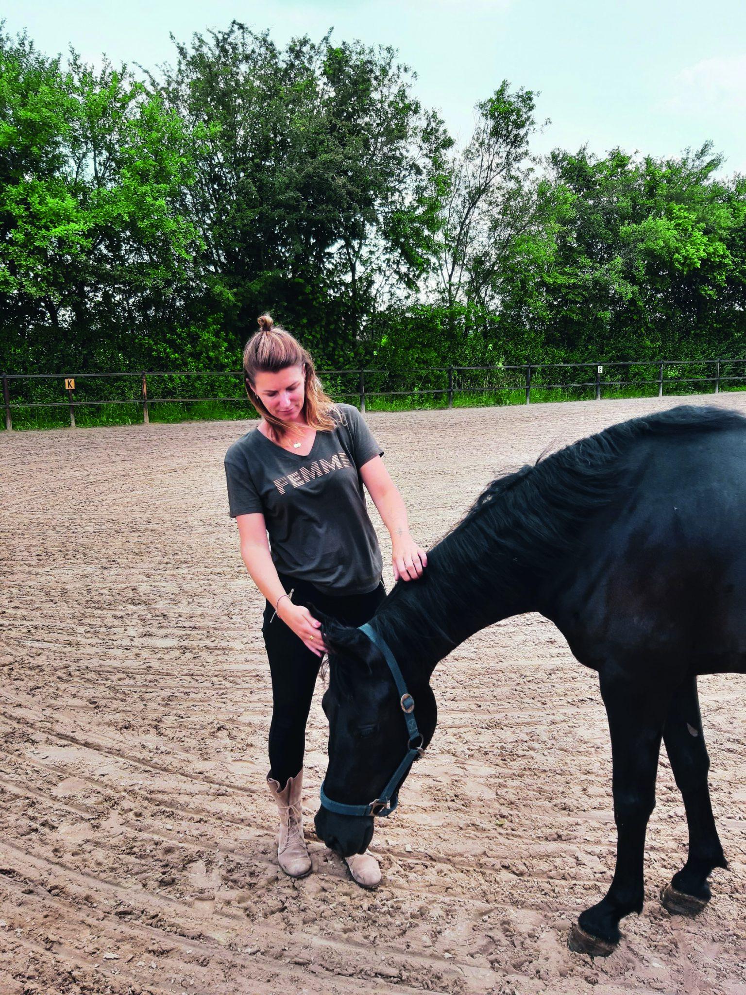 Voor het paard mag het er allemaal zijn – Rouwtherapie met paarden